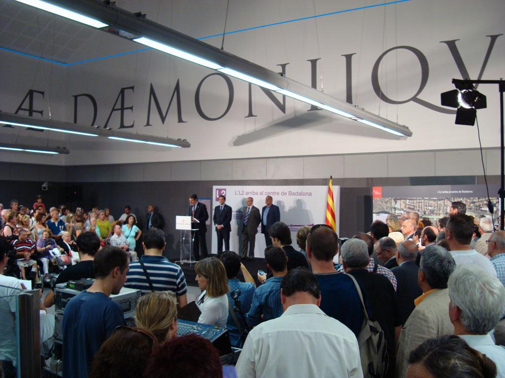 L'alcalde fent el discurs